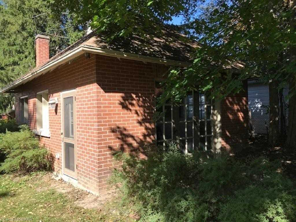 pictures of house for sale MLS: X4720932 located at 214 Aberdeen Ave, Peterborough K9H3Y1