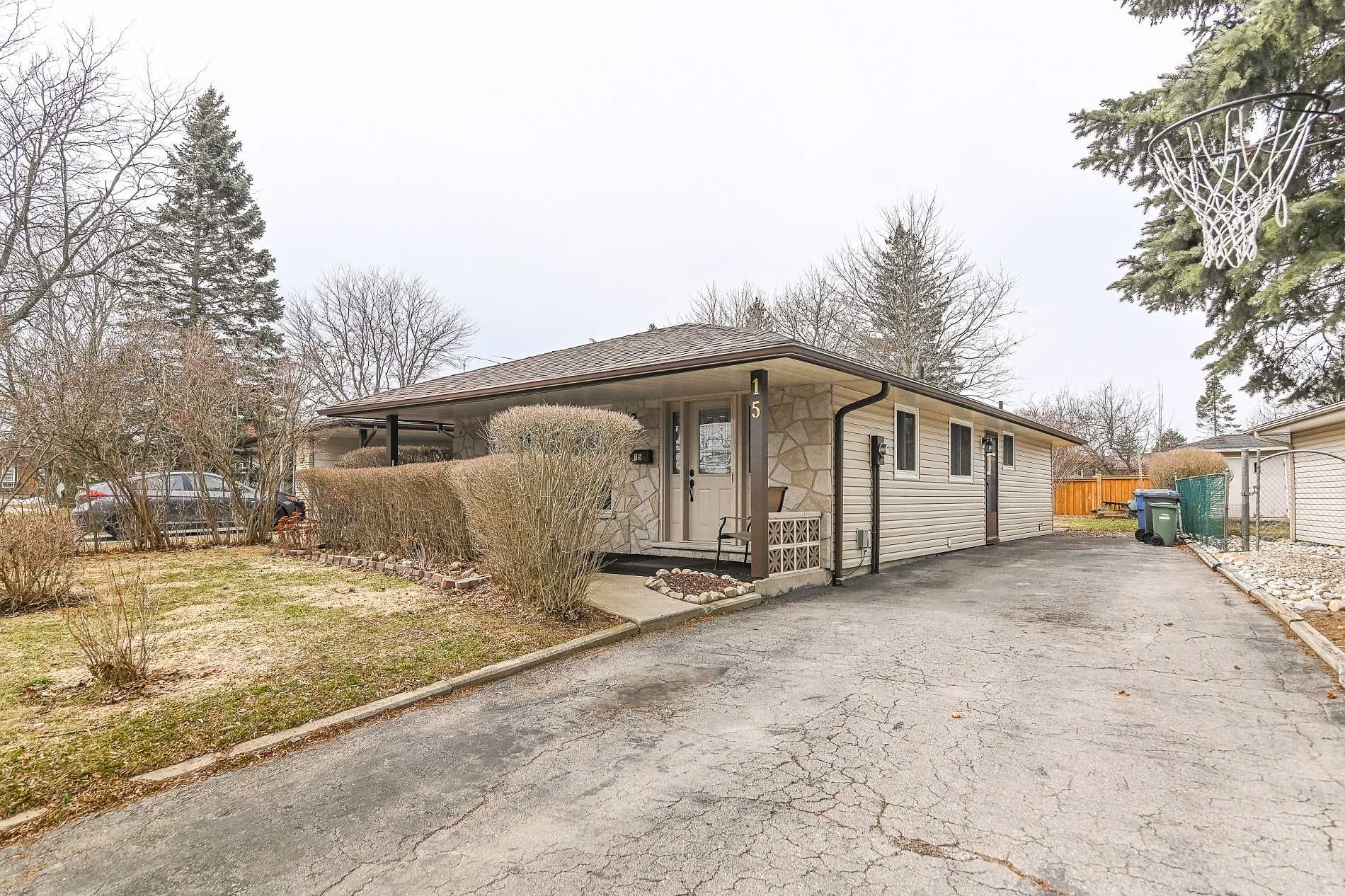 pictures of house for sale MLS: X4726637 located at 15 Uplands Pl, Guelph N1E3R3