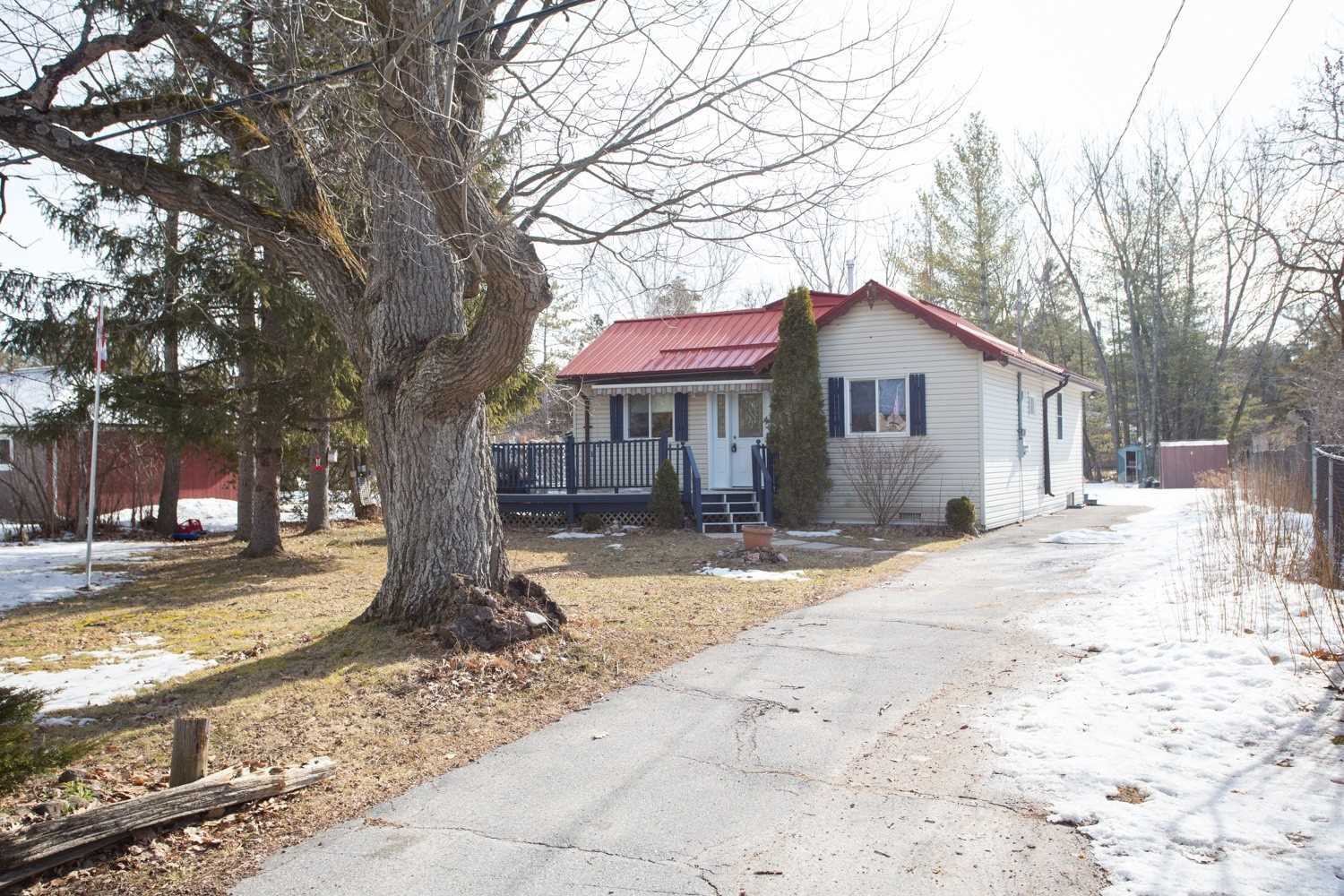 pictures of house for sale MLS: X4726706 located at 16 Oakwood Dr, Kawartha Lakes K0M1N0