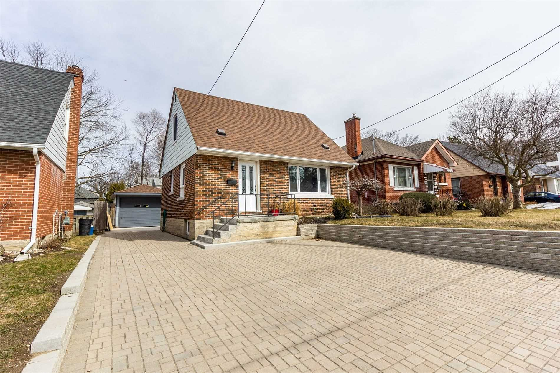pictures of house for sale MLS: X4729810 located at 102 Belmont Ave W, Kitchener N2M1L4