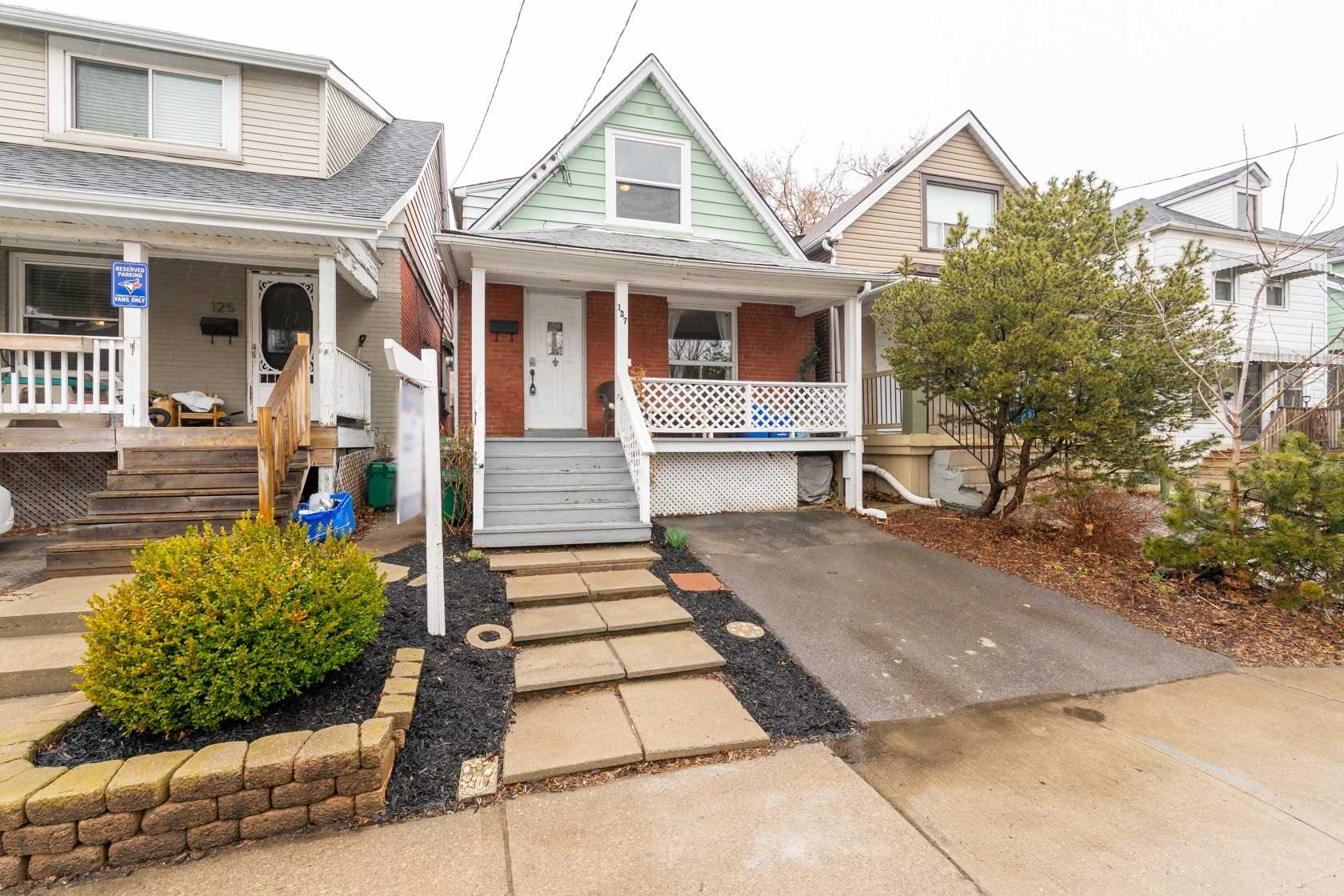 pictures of house for sale MLS: X4730256 located at 127 London St N, Hamilton L8H4B6