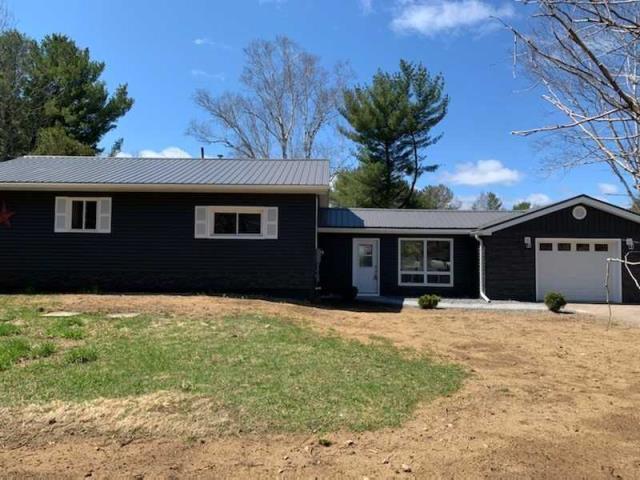 pictures of house for sale MLS: X4730356 located at 1722 Gravenhurst Pkwy, Gravenhurst P1P1R3