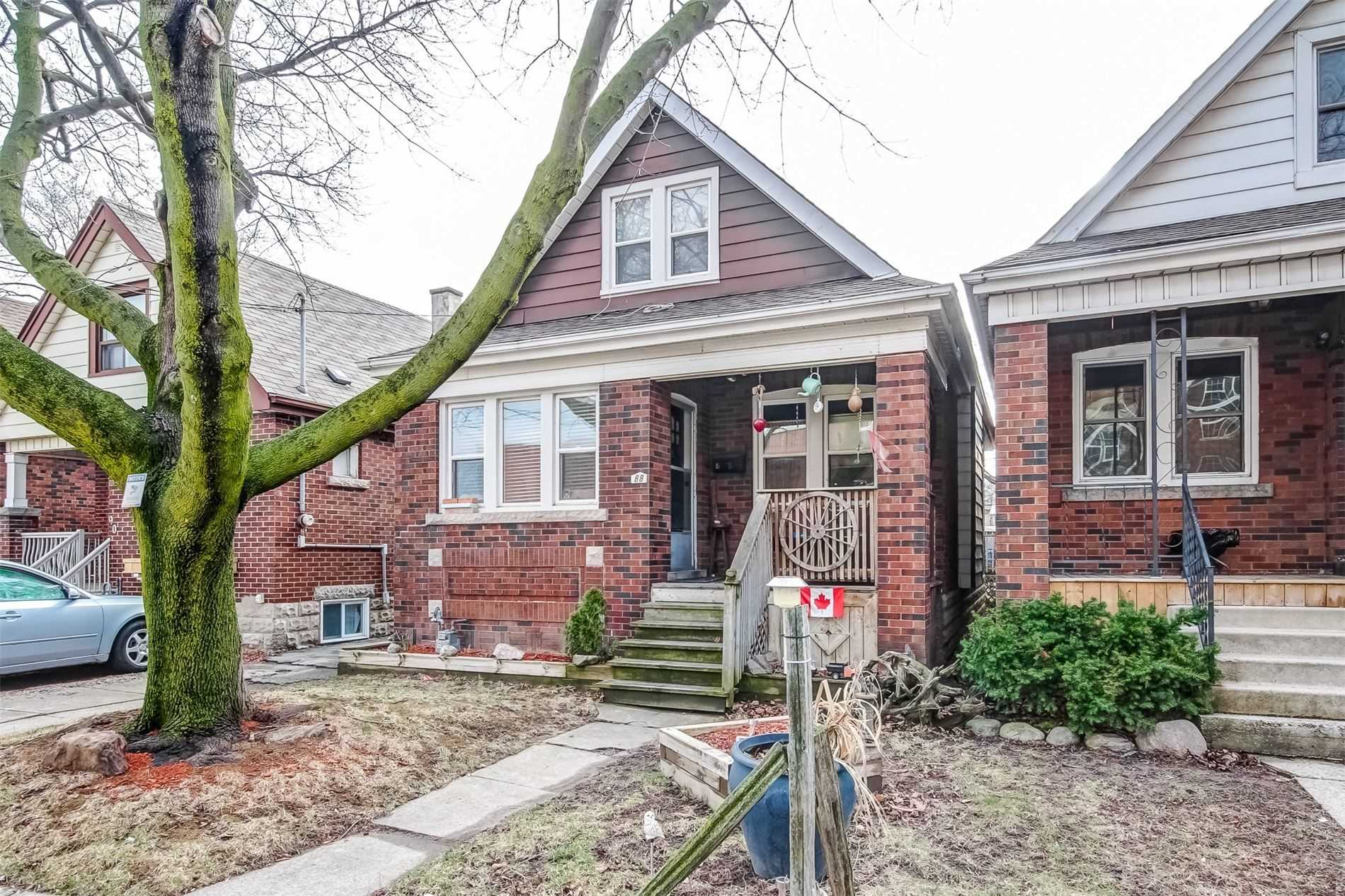pictures of house for sale MLS: X4730502 located at 88 Weir St N, Hamilton L8H5E8