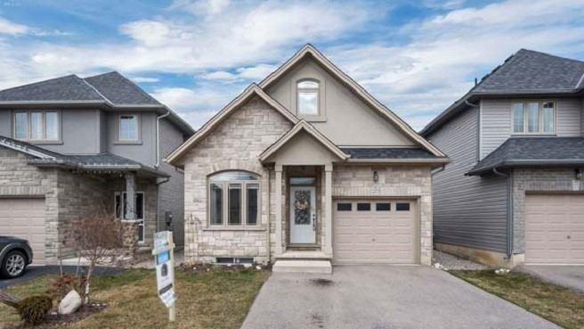 pictures of house for sale MLS: X4731400 located at 27 Banks St, Brant N3T4J6