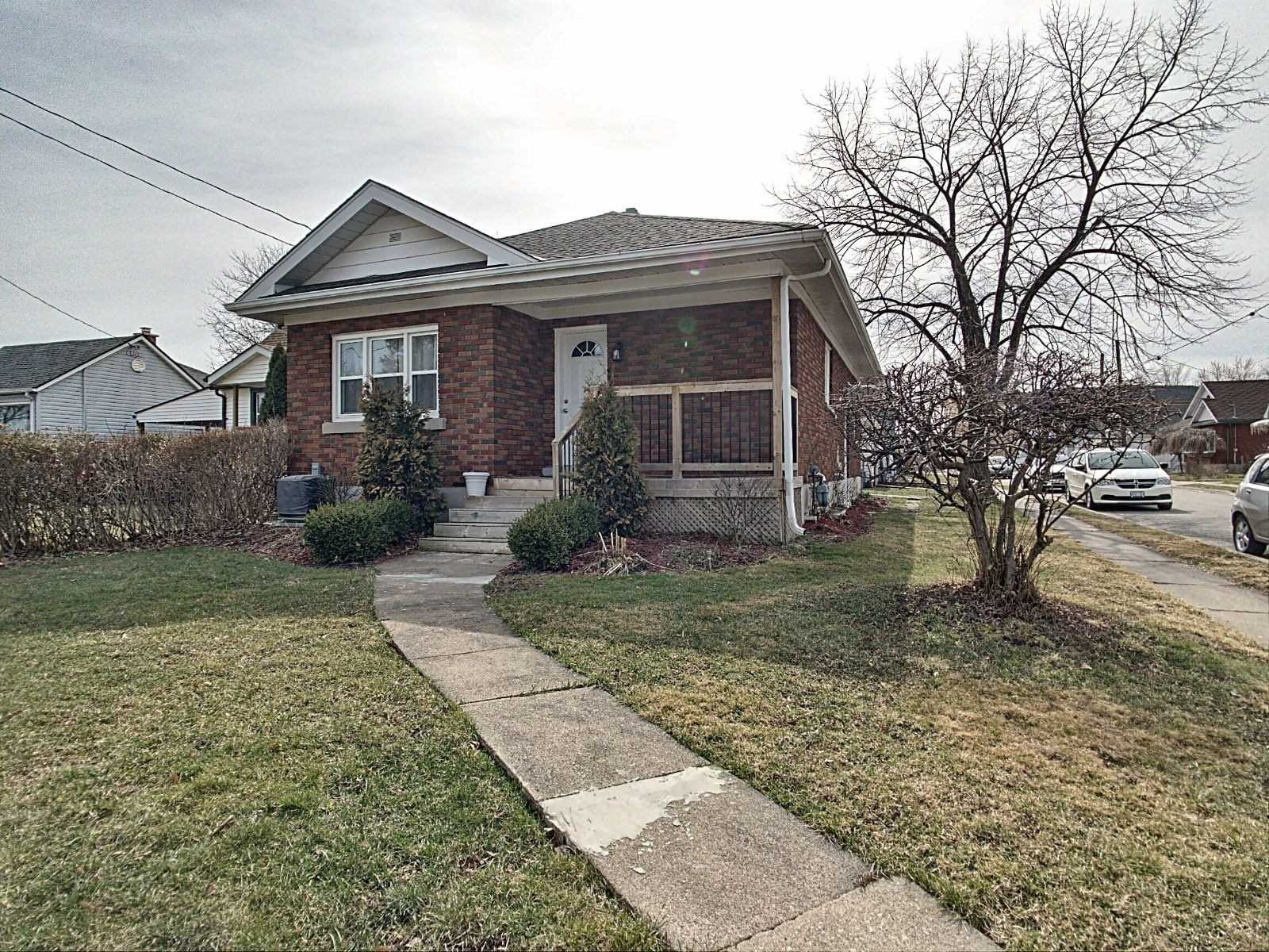 pictures of house for sale MLS: X4731419 located at 28 Manning St, St. Catharines L2R1J2