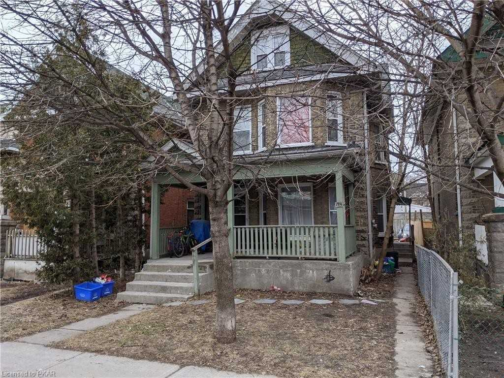 pictures of house for sale MLS: X4734005 located at 194 Park St N, Peterborough K9J3P6