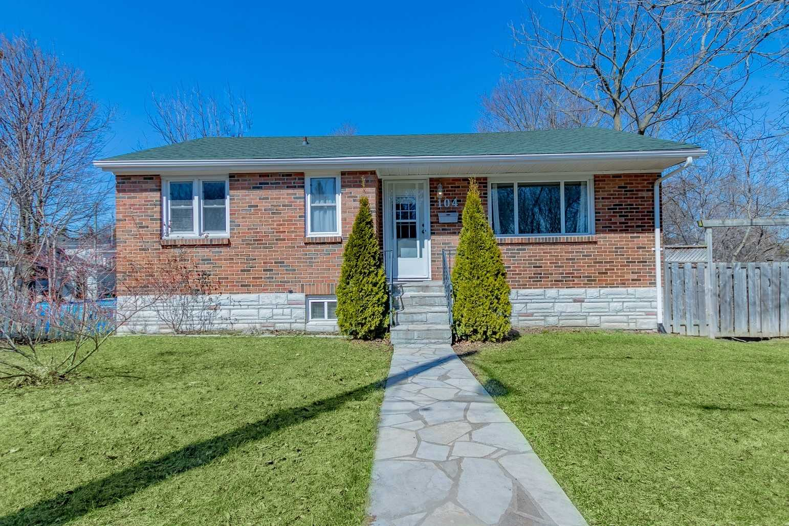 pictures of house for sale MLS: X4736735 located at 104 Charles St, Port Hope L1A1S7