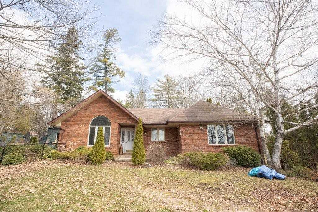 pictures of house for sale MLS: X4745314 located at 217 Francis E St E, Kawartha Lakes K0M1N0