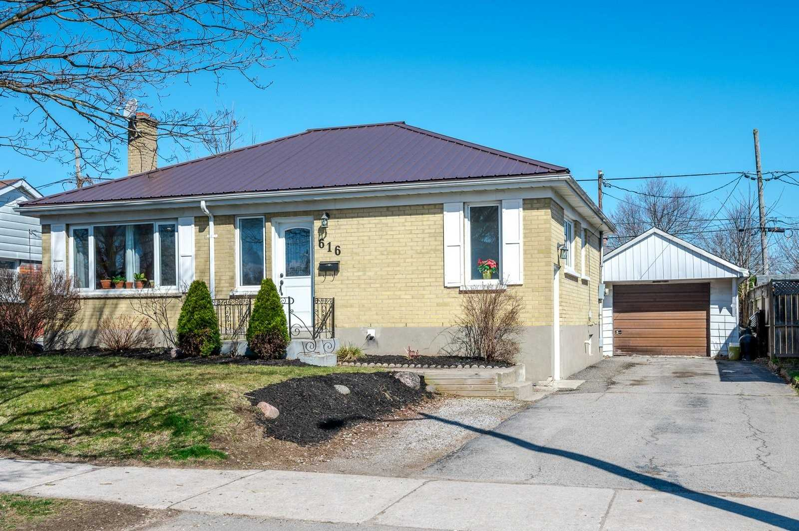 pictures of house for sale MLS: X4748247 located at 616 Crawford Dr, Peterborough K9J3W7