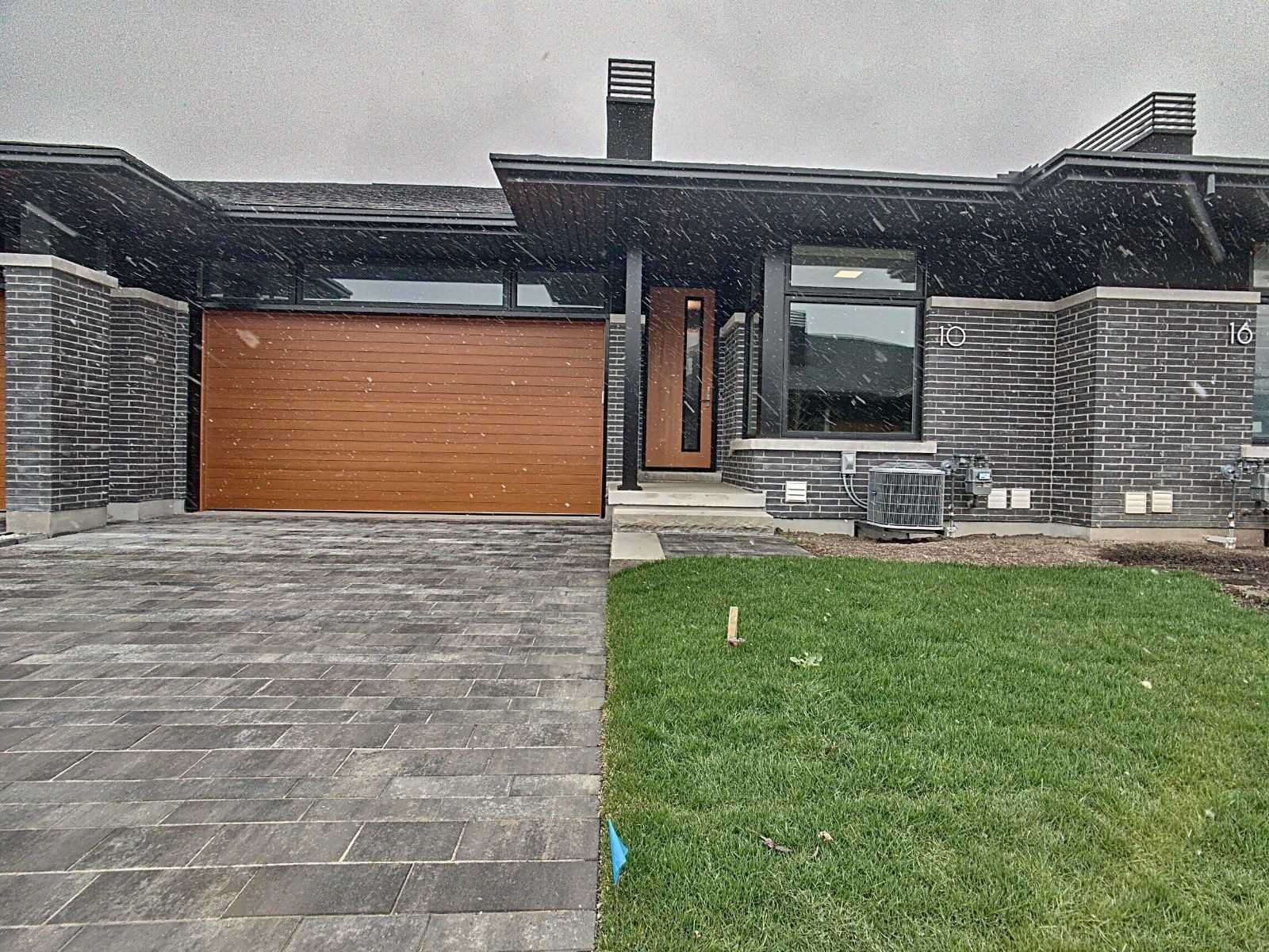 pictures of 10 Taliesin Tr, Welland L3C5R2