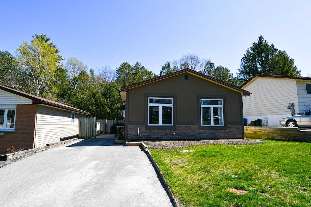 pictures of house for sale MLS: X4759383 located at 1685 Redwood Dr, Peterborough K9K1M2