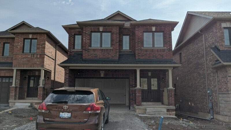 pictures of 32 Baker Street (Rooms) St W, Thorold L2V3P4