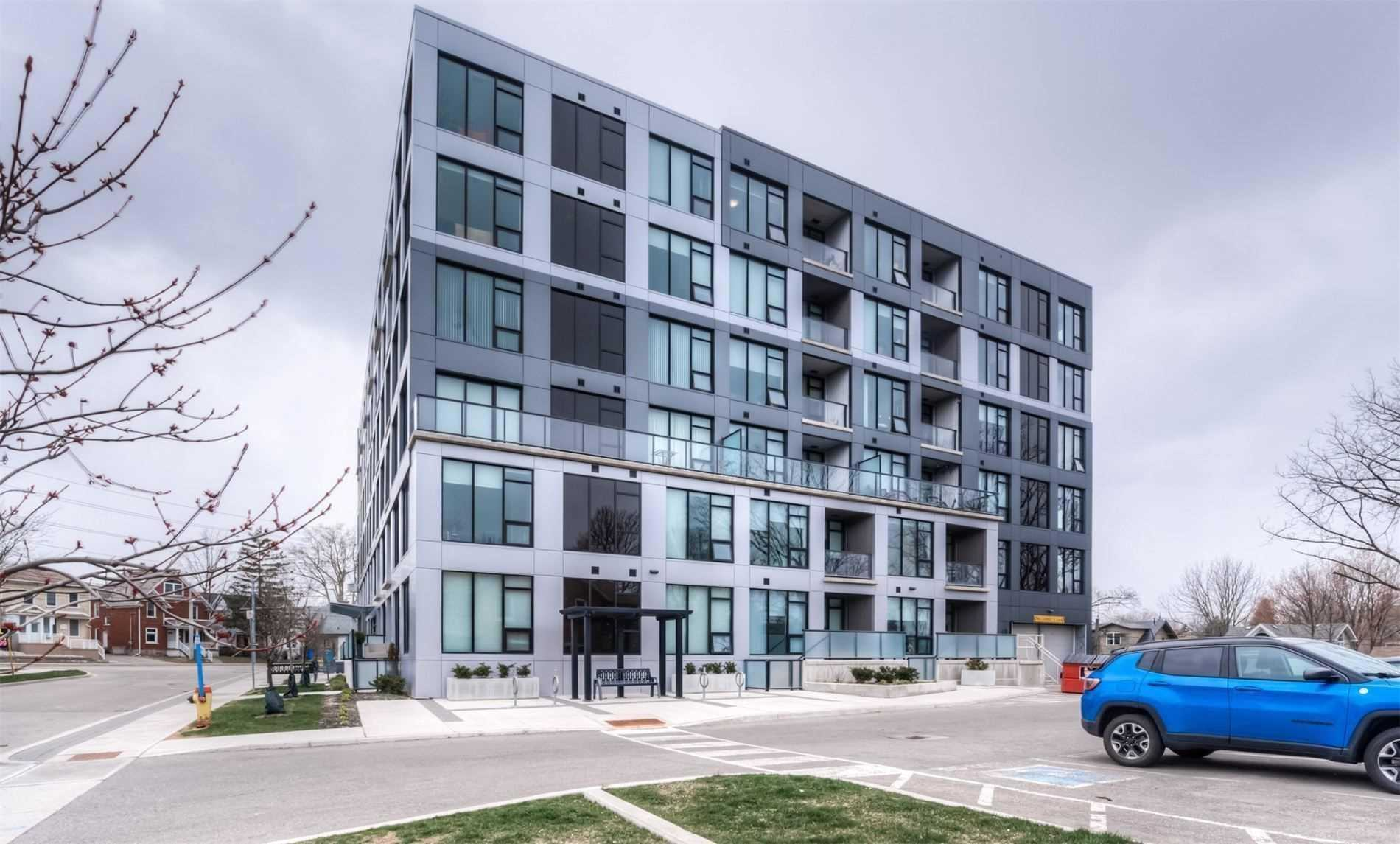 pictures of 690 King St W, Kitchener N2H5L8