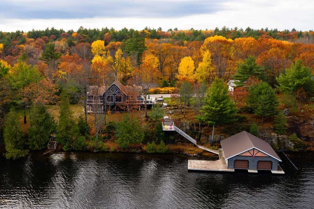 pictures of house for sale MLS: X4966372 located at 1007 Glen Echo Rd, Gravenhurst P1P1R2