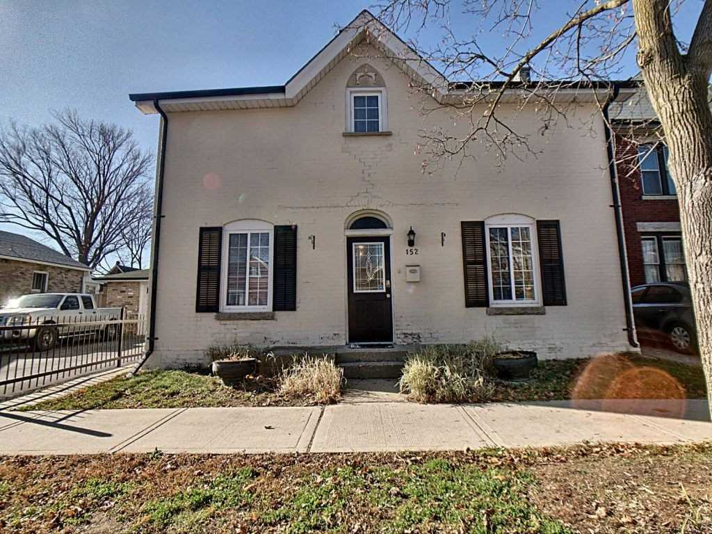 pictures of house for sale MLS: X4986600 located at 152 William St, Brantford N3T3L3