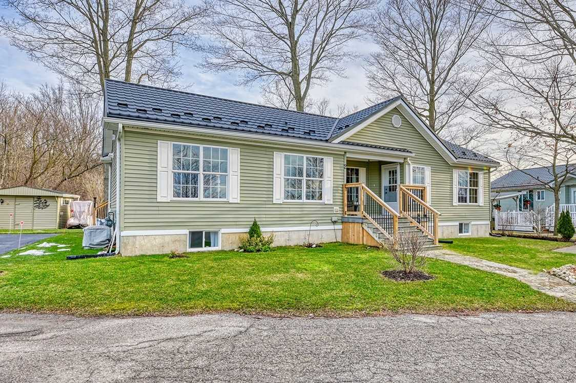 pictures of house for sale MLS: X5077805 located at 2 Dogwood Rd, Puslinch N0B2J0