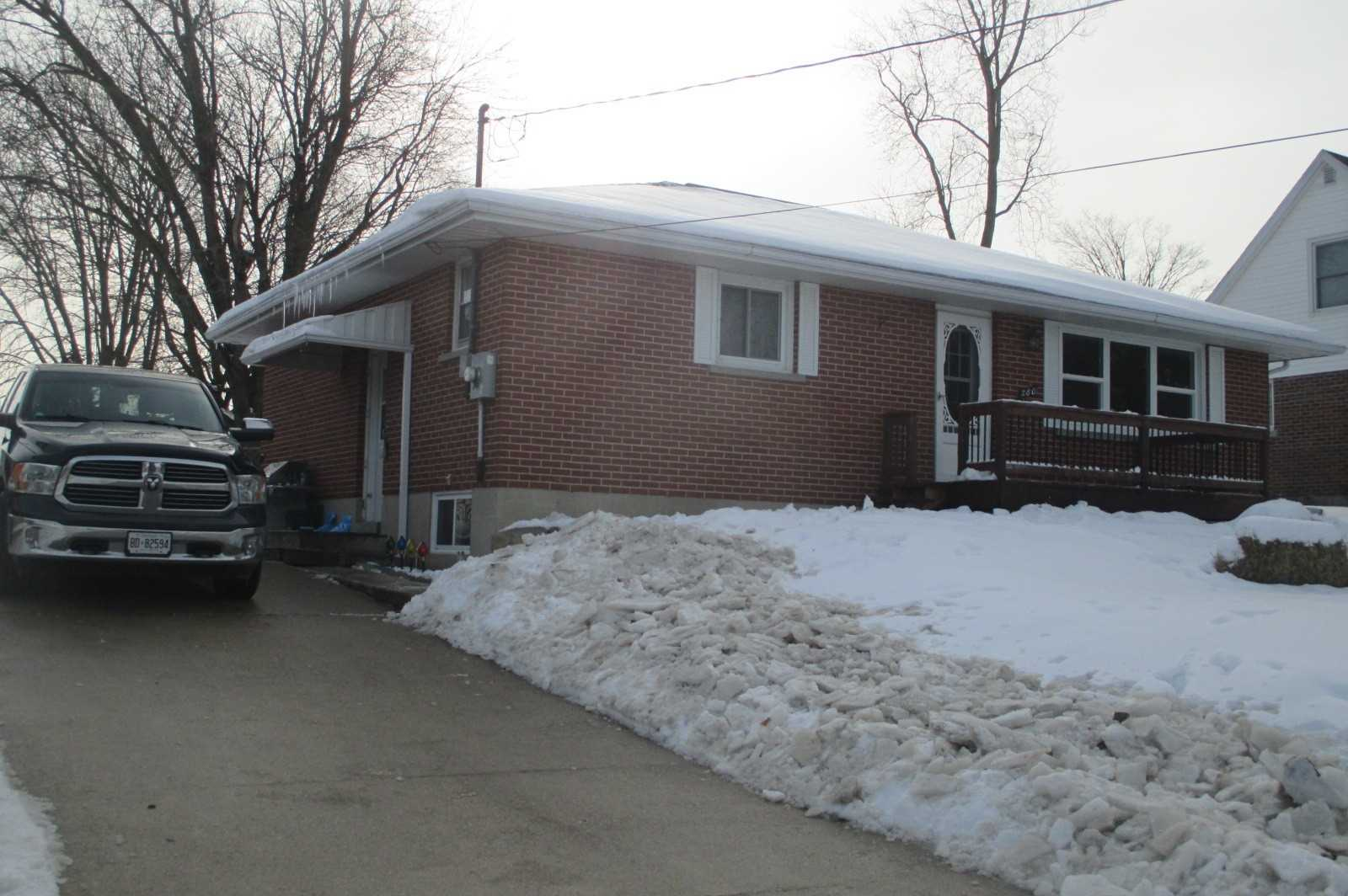 pictures of house for sale MLS: X5082749 located at 580 Prince Charles  St, Wellington North N0G2L3