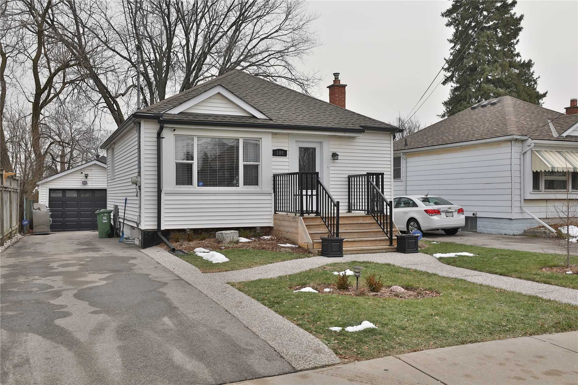 pictures of house for sale MLS: X5085019 located at 109 East 38th St, Hamilton L8V4E8