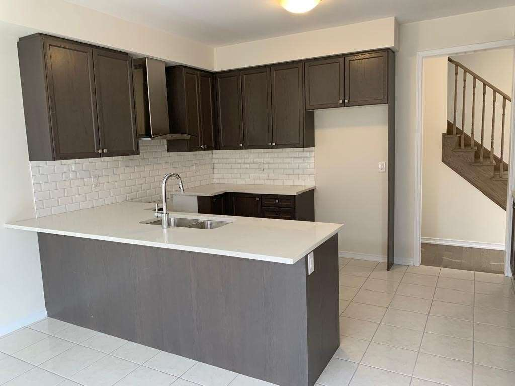 pictures of 31 Steven Dr, Thorold L3B0G4