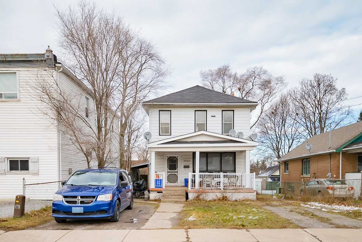 pictures of house for sale MLS: X5091481 located at 5425 Bridge St, Niagara Falls L2E2T5