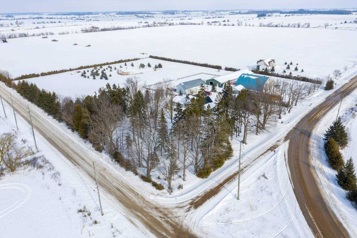 pictures of house for sale MLS: X5095637 located at 243009 5th Sdrd, Amaranth L9W0V4