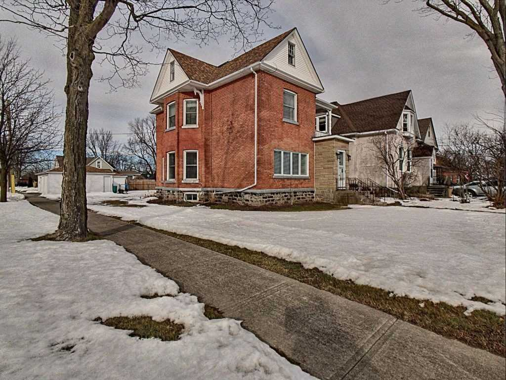pictures of house for sale MLS: X5130689 located at 79 Bertie St, Fort Erie L2A1Y1