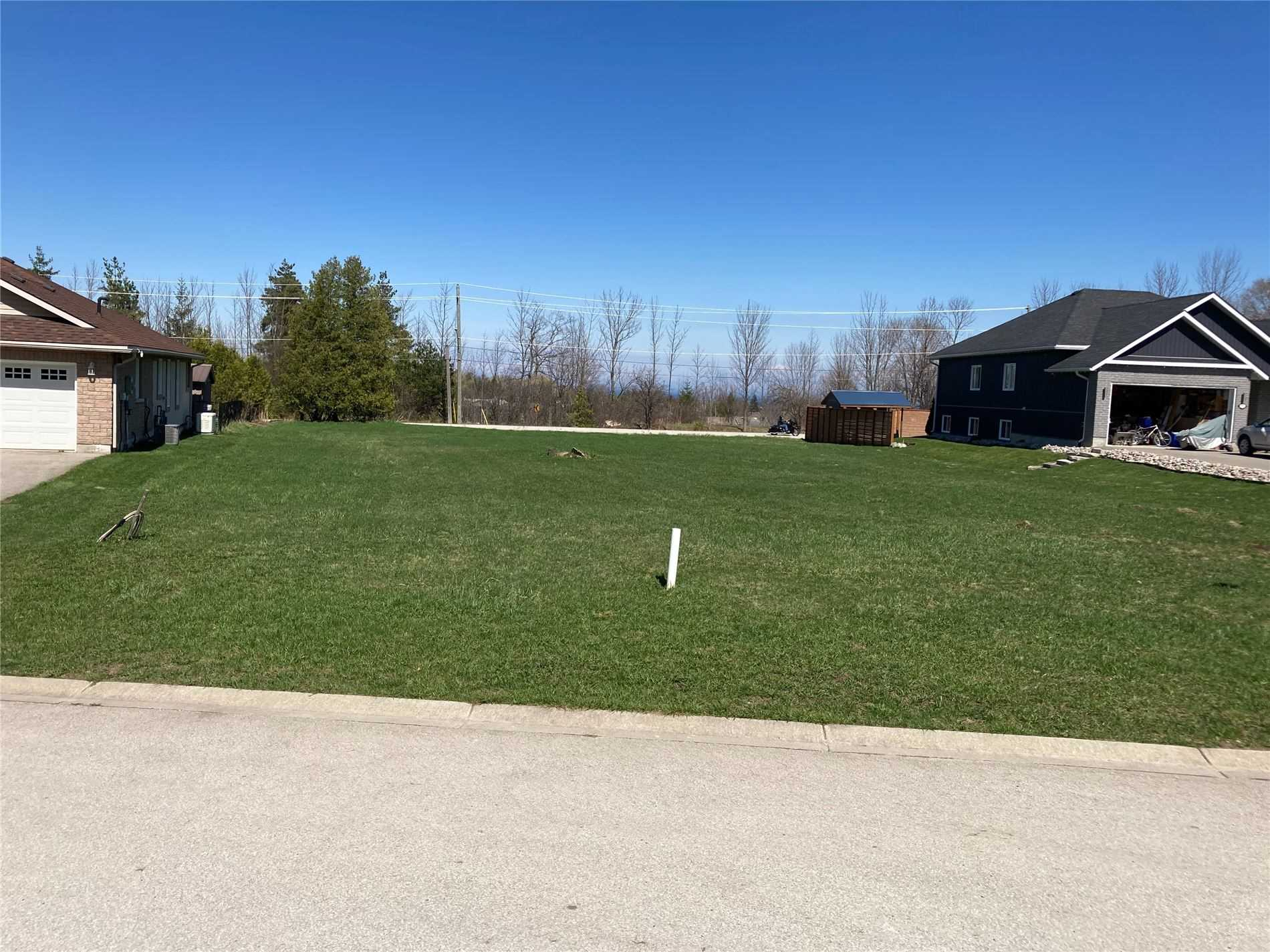 pictures of 7 Glen Abbey Crt, Meaford N4L 1Y4