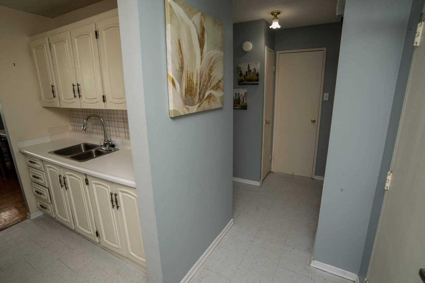 Image 3 of 20 showing inside of 1 Bedroom Condo Apt Apartment for Sale at 215 Glenridge Ave Unit# 310, St. Catharines L2T3J7