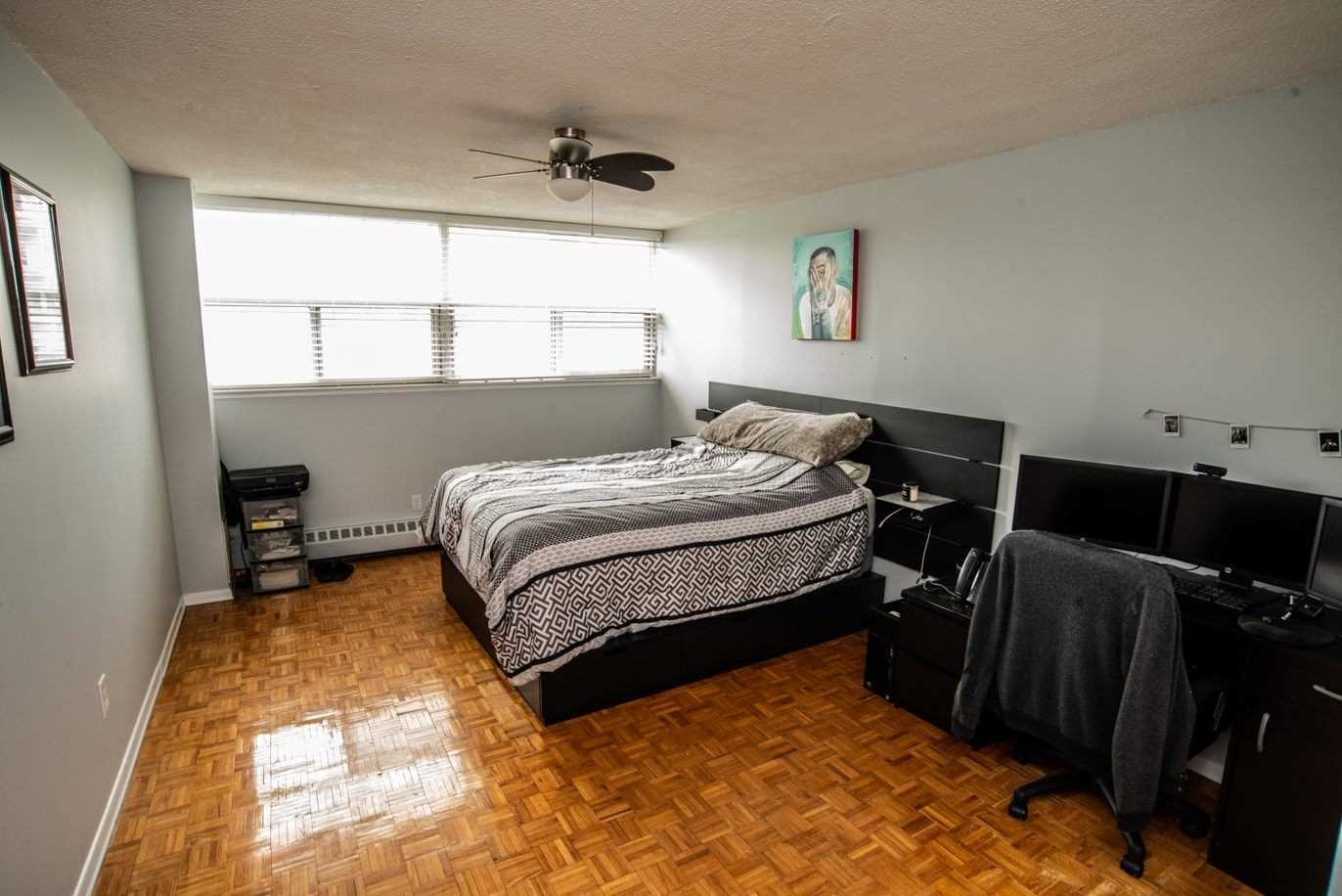 Image 6 of 20 showing inside of 1 Bedroom Condo Apt Apartment for Sale at 215 Glenridge Ave Unit# 310, St. Catharines L2T3J7