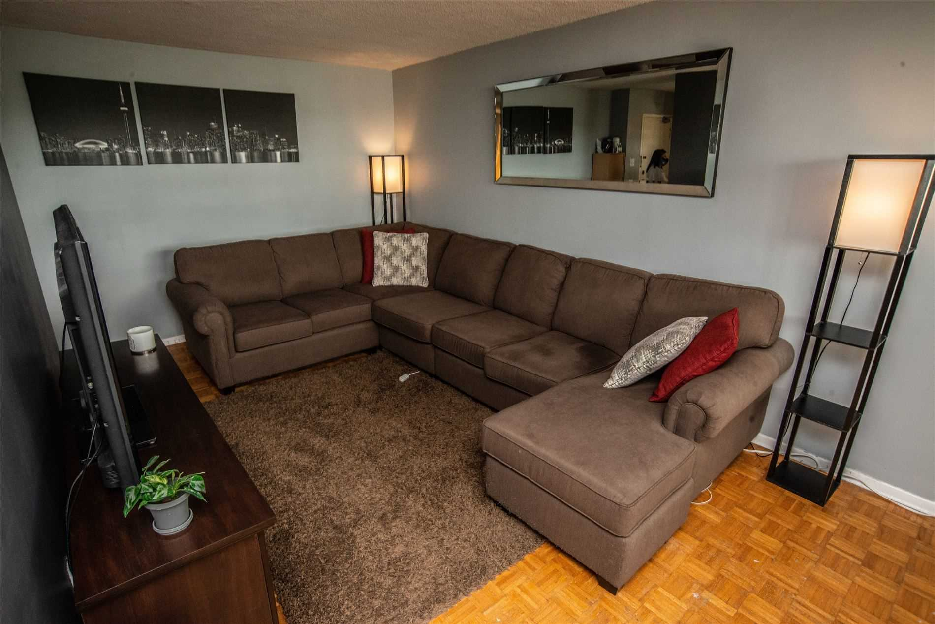 Image 15 of 20 showing inside of 1 Bedroom Condo Apt Apartment for Sale at 215 Glenridge Ave Unit# 310, St. Catharines L2T3J7