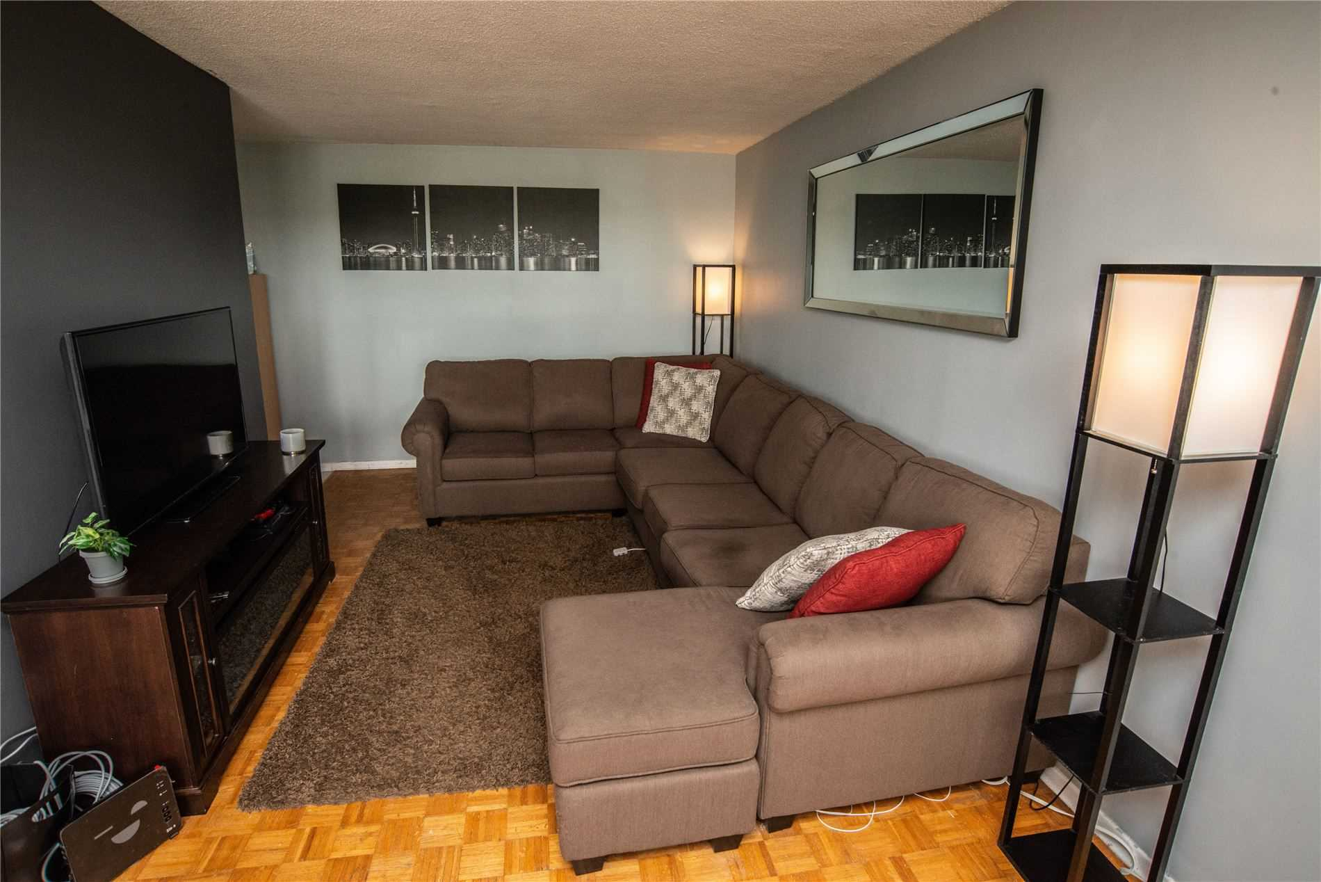 Image 16 of 20 showing inside of 1 Bedroom Condo Apt Apartment for Sale at 215 Glenridge Ave Unit# 310, St. Catharines L2T3J7
