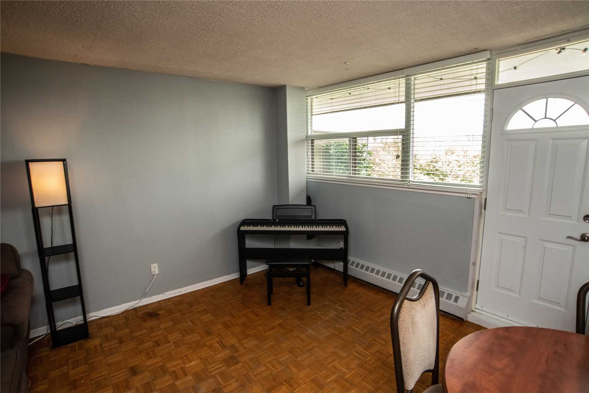 Image 18 of 20 showing inside of 1 Bedroom Condo Apt Apartment for Sale at 215 Glenridge Ave Unit# 310, St. Catharines L2T3J7