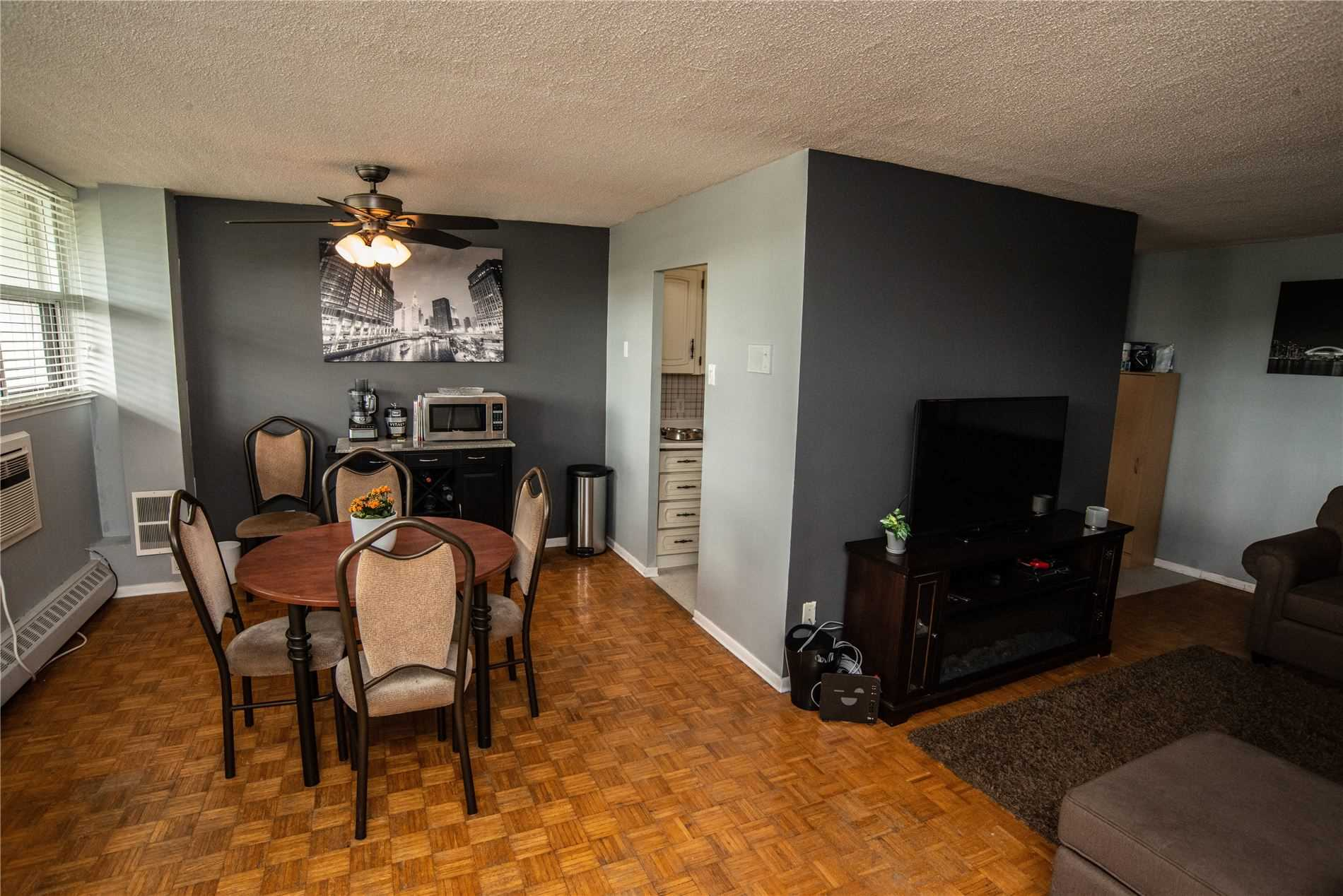 Image 19 of 20 showing inside of 1 Bedroom Condo Apt Apartment for Sale at 215 Glenridge Ave Unit# 310, St. Catharines L2T3J7