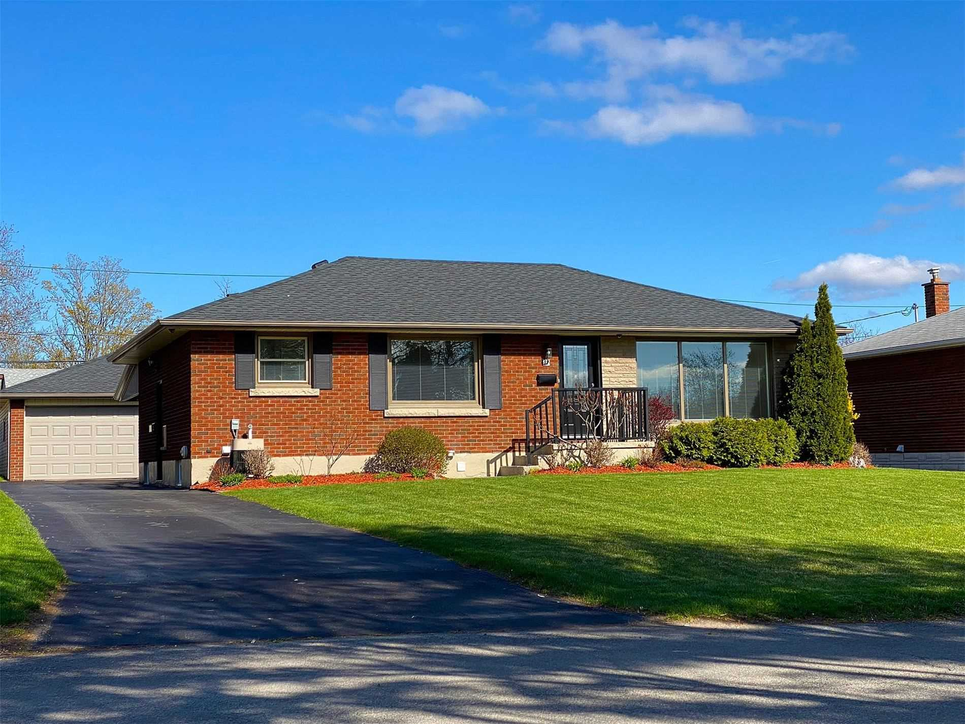 pictures of 17A Mcnab Dr, Welland L3C2M7