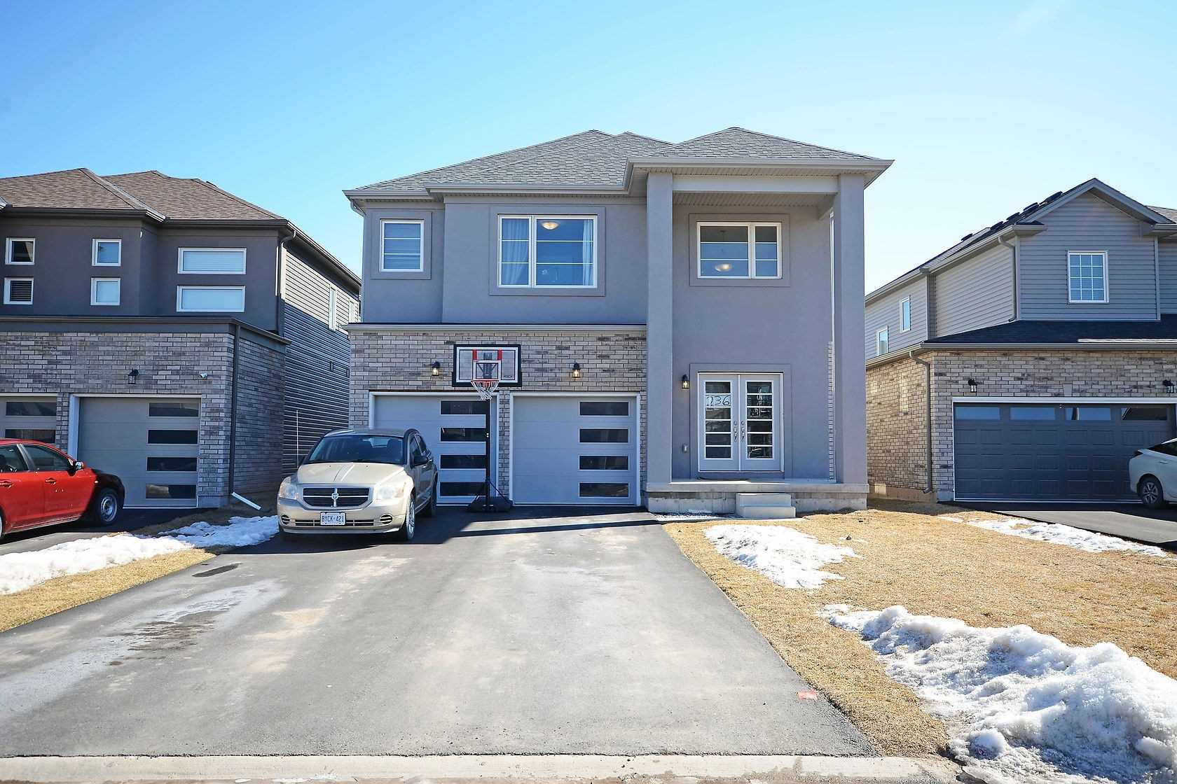 pictures of 236 Bethune Ave, Welland L3B0A3