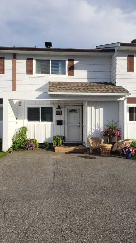 pictures of 185 Konigus St, Out of Area V8C2K4