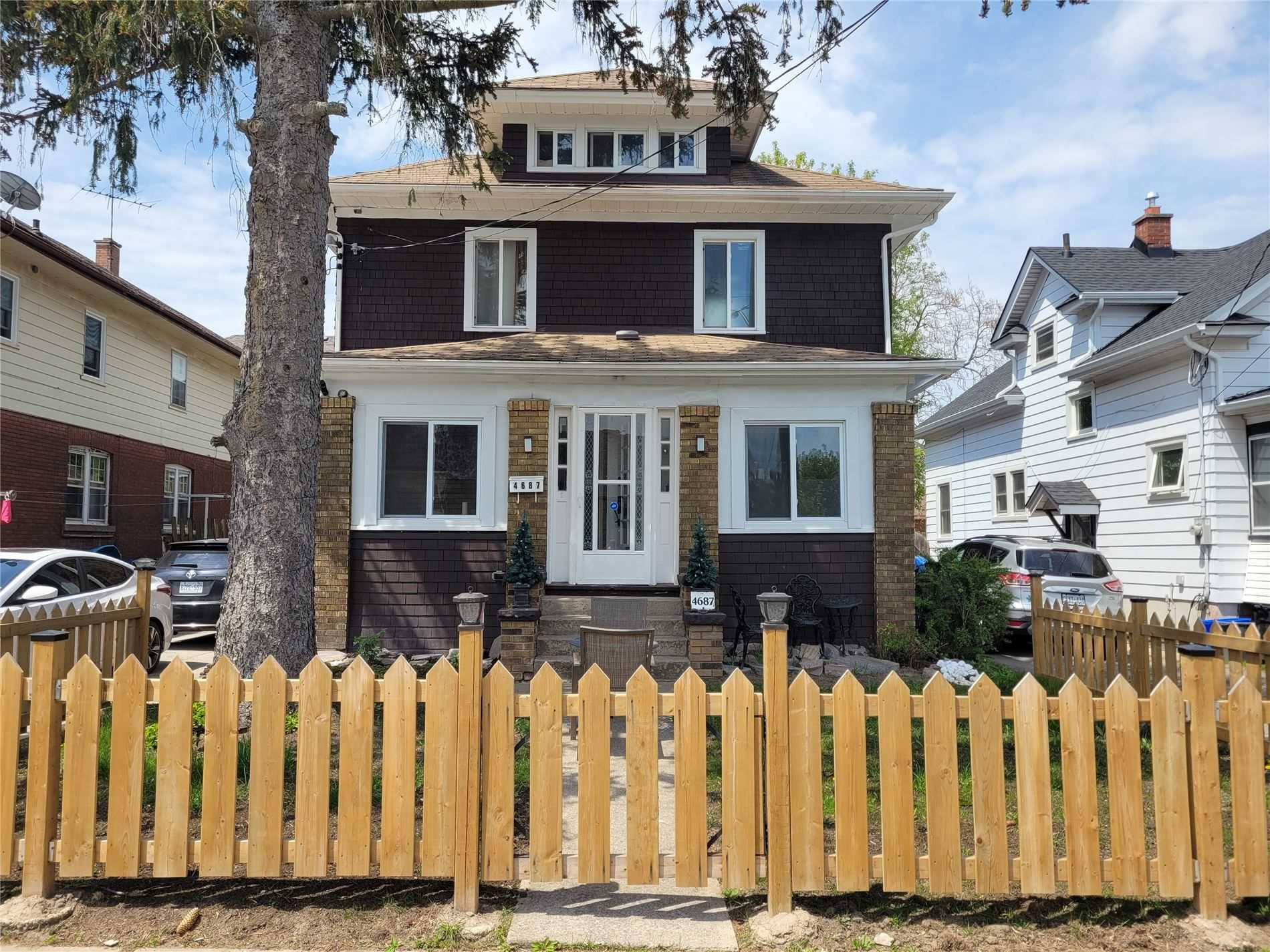 pictures of 4687 Third Ave, Niagara Falls L2E4L4