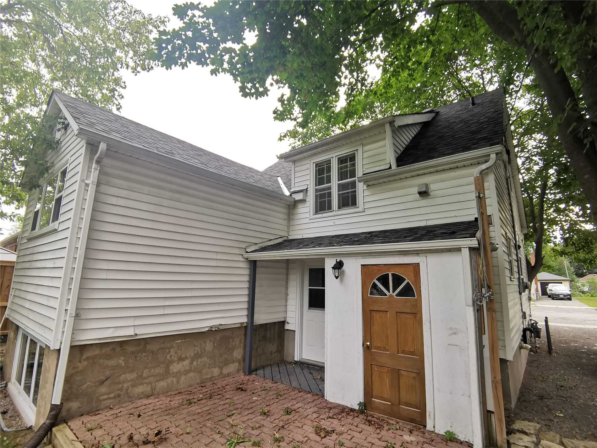 pictures of 602 St Catherine St, Peterborough K9J4Z5