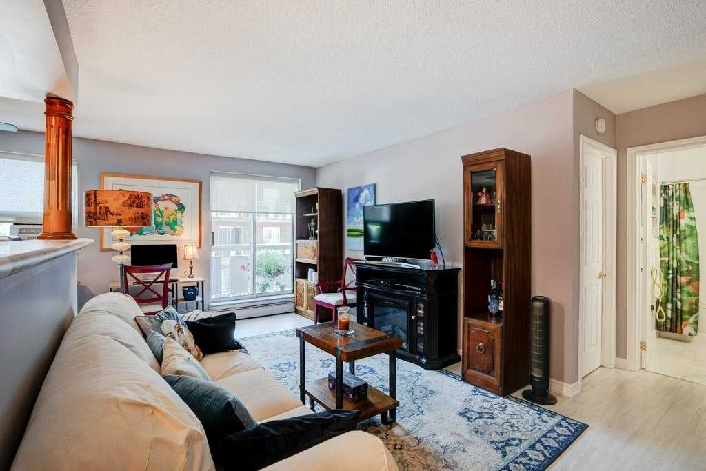 pictures of 851 Queenston Rd, Hamilton L8G4A8
