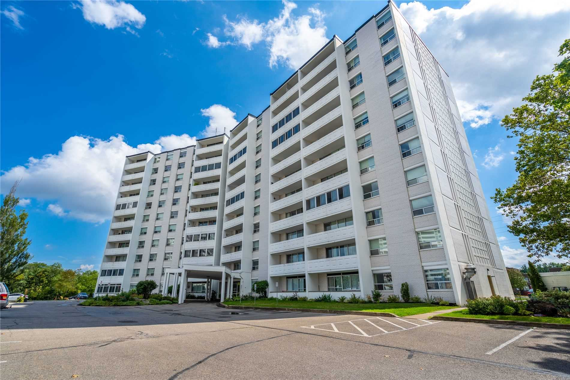 pictures of 35 Towering Heights Blvd, St. Catharines L2T3G9