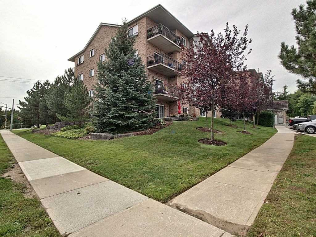 pictures of 345 Briarmeadow Dr, Kitchener N2A4J6