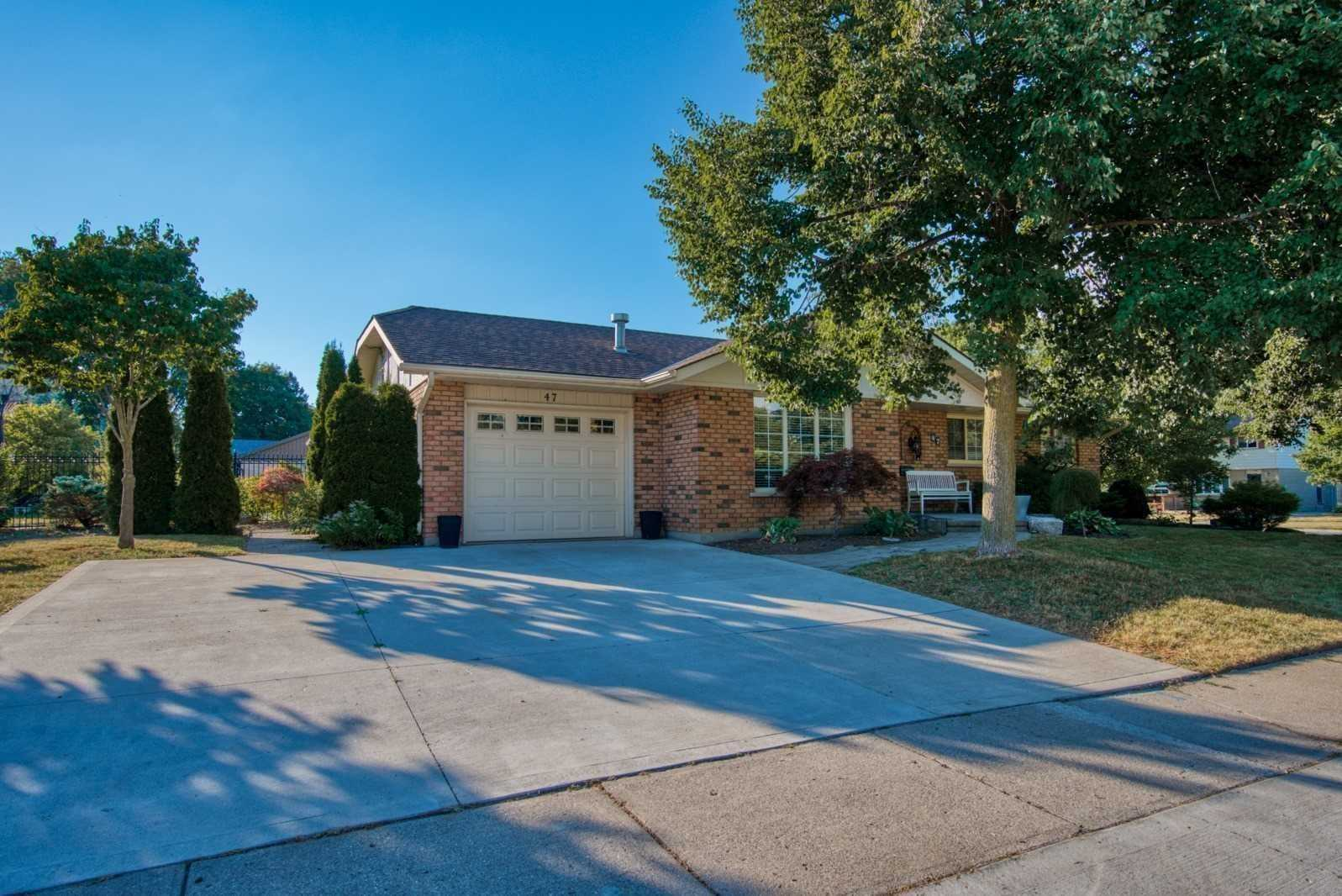 pictures of 47 Silcox Pl, Woodstock N4S8M8